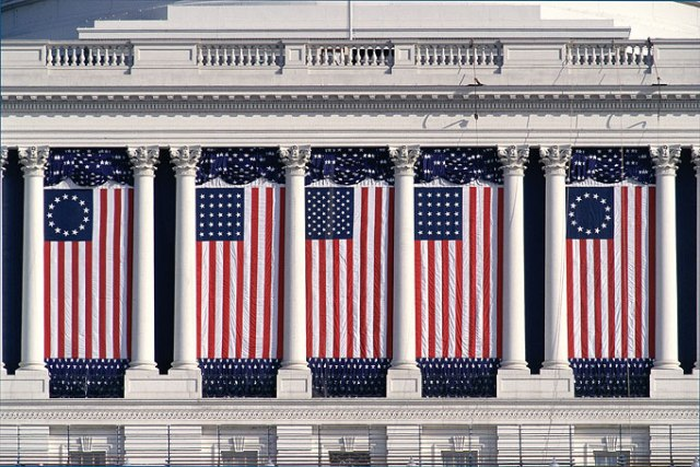https://commons.wikimedia.org/wiki/File:American_flags.jpg