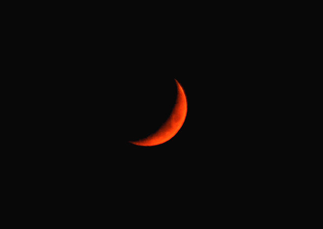 https://commons.wikimedia.org/wiki/File:Blood_Cresent_Moon.jpg